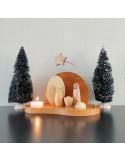 Moderne kerststal met kaarsje